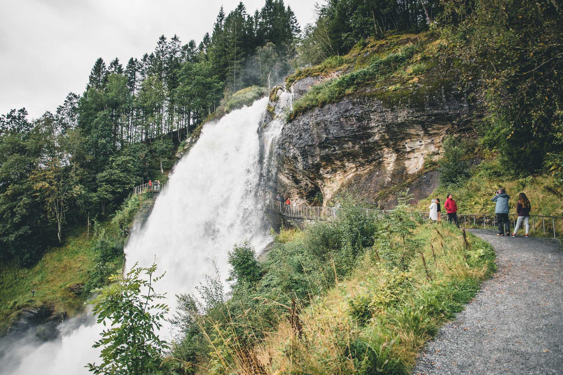 spacer podwodospadem Norwegia