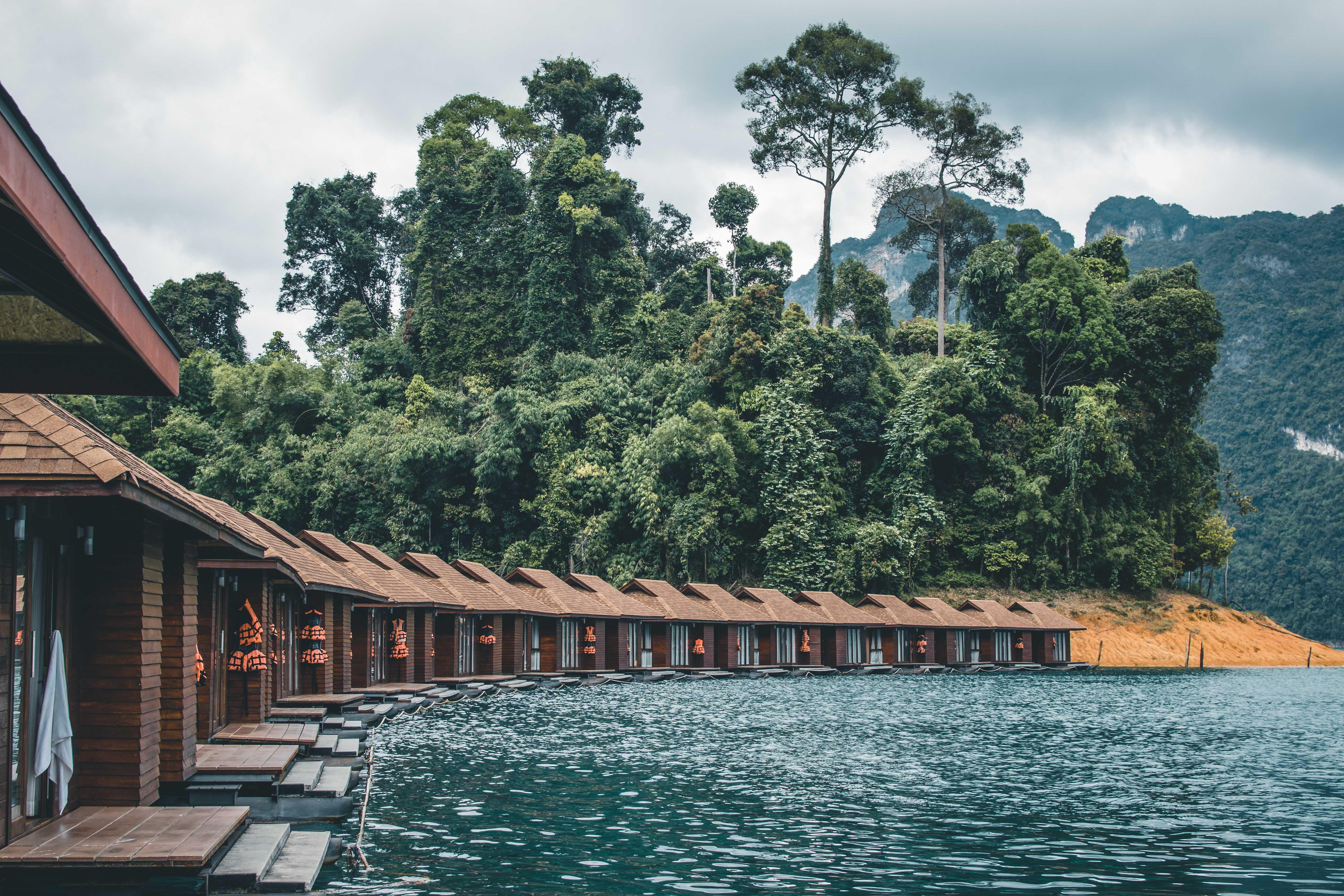 domki nawodzie Khao Sok
